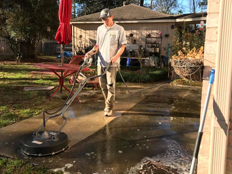 3 Tips to Find the Best Power Washing Contractor in Houston