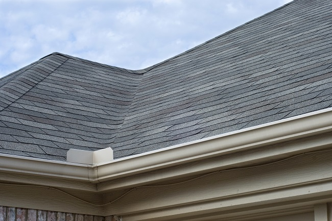 3 Reasons to Get Your Roof Cleaned This Season